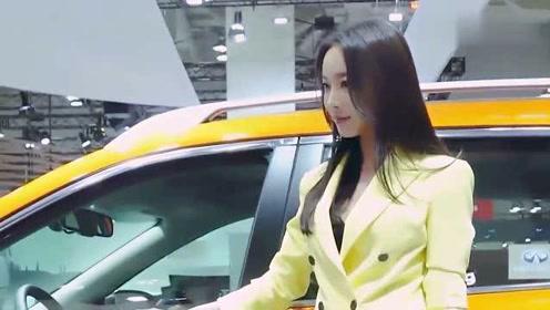 车展现场实拍,一位气质绝佳身穿制服的美女车