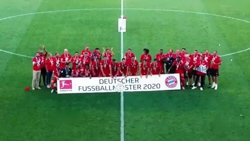 拜仁史诗级三冠王捧杯时刻:德甲8连冠+欧冠全胜夺冠。