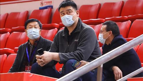 姚明现场观战,CBA裁判组团观摩学习,中国篮协传递两个明显信号