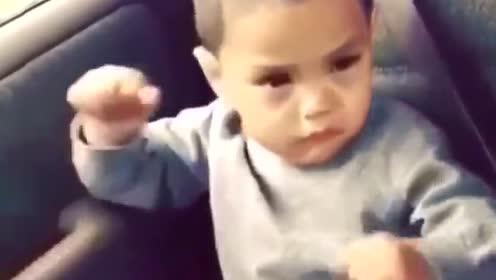 爆笑:当今小孩听见音乐后