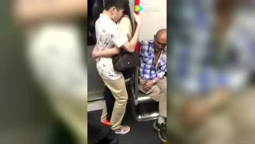 堪比优衣库的地铁雷人事件 脸红了么?