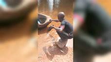 非洲摆渡人,这水真好!清澈见底