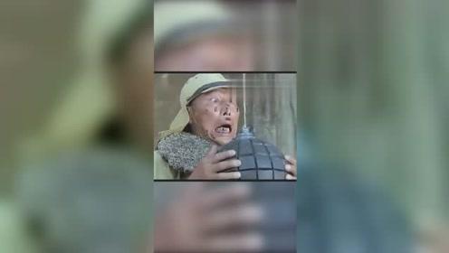 爆笑举起手来,中国小孩智斗鬼子,笑死我了!