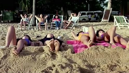 四個美女在沙灘上曬日光浴,沒想到半路殺出個程咬金尷尬了!