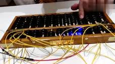 牛人把算盘改装成乐器,将传统中国文化元素与当代科技完美结合