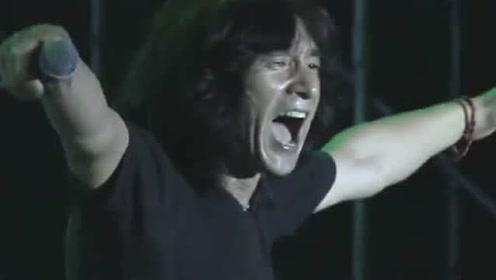 国内殿堂级摇滚乐队,万人大合唱《国际歌》,现场太燃了!