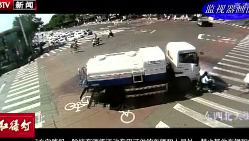 洒水车转弯观察不周  撞倒骑车人轧伤腿