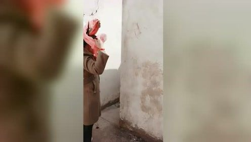 第一次去未来婆婆家,没想到这厕所连个门都没
