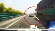 作死轿车路怒货车,这车祸谁来负责!要不是视频这一切谁信