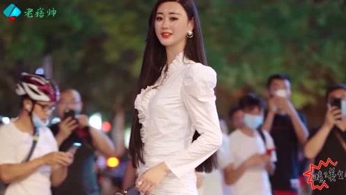 时尚街拍:镜头太小装不下身高2米的女孩,这种身材太让人眼馋