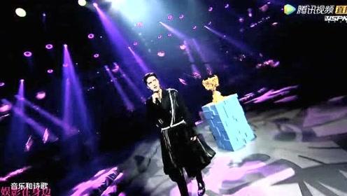 2020王者荣耀总决赛:阿云嘎演唱《不朽的》很动感的一首歌