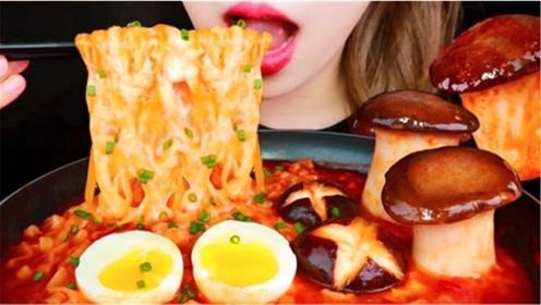 美食吃播,小姐姐吃干*酪泡面、蘑菇~