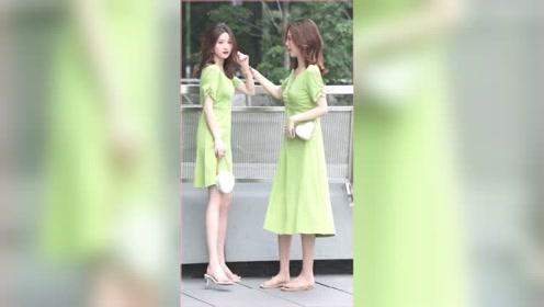 街拍美女:干净清纯的女生是男生都会多看两眼,何况是两个穿搭#街拍美女
