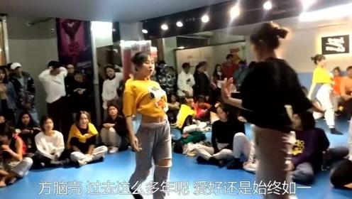 搞笑视频:还是喜欢跳舞的女孩子,这律动感比一般人强