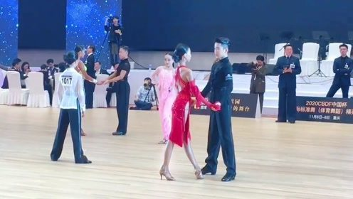我喜欢你们现在的状态 如此坚定的站在一起 这是舞伴之间最好的样子#王崇墨李茉晗# #拉丁舞#