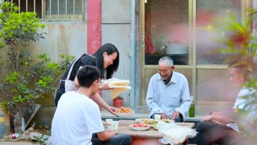 """中国人家丨柴:煎饼""""烙""""出的幸福生活"""