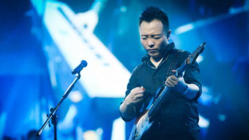 许巍吉他弹唱《旅行》,苍凉的歌声让人听罢感慨万千!