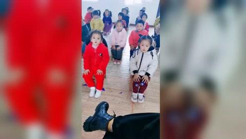 幼儿园课余时间,老师发来这一段视频,姜果然还是老的辣!