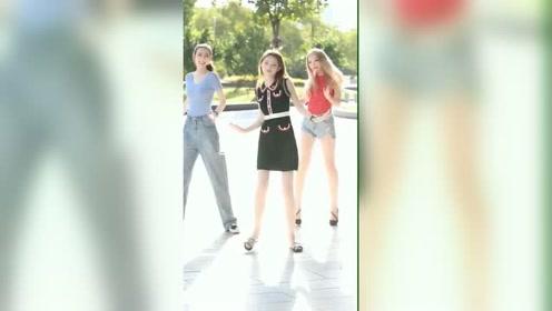三个小姐姐选哪个做女友,选哪个娶回家呢
