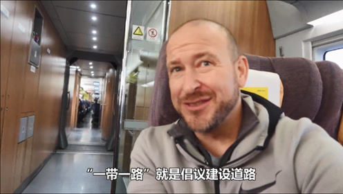 自从老外发现中国财富密码后,纷纷来中国拍视频捞金,太可爱!
