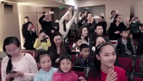 周杰伦突袭郎朗音乐教室,家长孩子尖叫不止,太惊喜了!