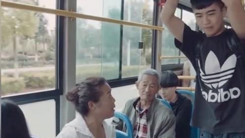 高情商会说话有多重要,看小伙子在公交车上是如何怼的大妈目瞪口呆的