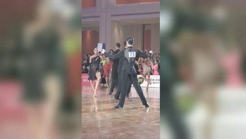 在赛场上,如何才能跟舞伴互动起来那,答案来了 #拉丁舞 #唐艺铭黄馨仪