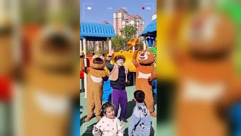 熊大和光头强游玩游乐场