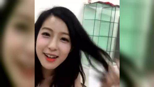 高颜值赖雅妍直播与粉丝互动