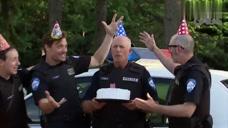 警察叔叔生日叫你喝酒庆祝,转眼就给你开罚单