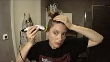 女子把长发剪掉后,再剃光两边头发,看着蛮帅