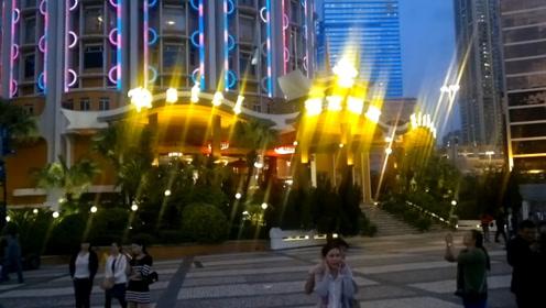 看看中国的赌城澳门,对比美国的赌城拉斯维加斯,差距一目了然