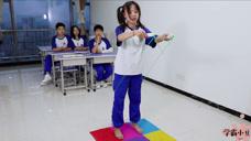 老师指压板跳绳来决定成绩,女同学一上一下赢得120分,太逗了