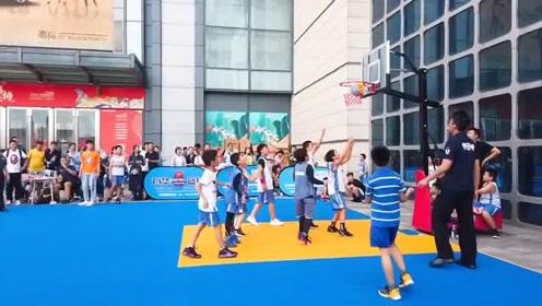育华篮球联合万达广场举办超级联赛