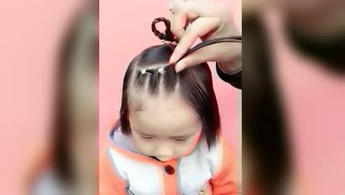 幼儿园短发的小宝宝这样扎头发,俏皮又可爱,