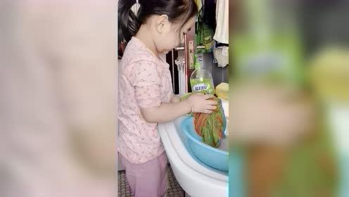 热门视频:忙着长大