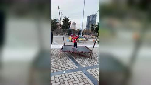 热门小视频:蹦蹦床