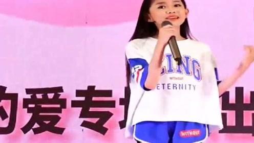 宋小睿一首《少年》实力圈粉,好有才华的小姑娘,难怪这么火!