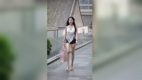 街拍,看到清凉的美女还会觉得天气热吗?