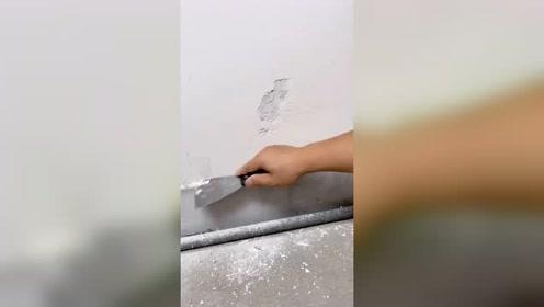 家里墙面返碱发霉。墙皮脱落现在自己就可以动