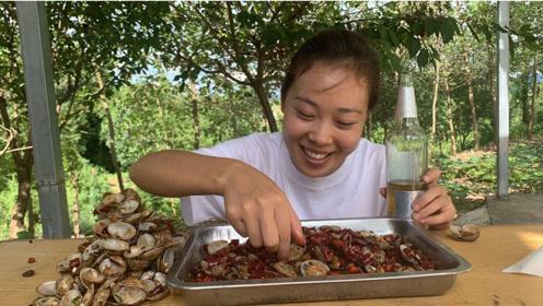 秋妹今天做香辣花甲,吐沙干净没腥味,肉质鲜嫩肥美,好吃到舔壳