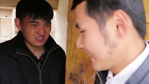 """邻居又来蹭饭,没想美女竟做""""洋葱面""""套路他,这味道太冲了吧!"""