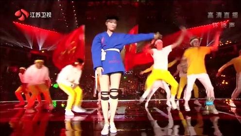 忍不住想点赞,李宇春一首流行大秀美腿,太A了
