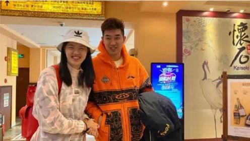 """中国女排奥运冠军张常宁""""亲眼""""看着老公签新合同:年薪800万"""