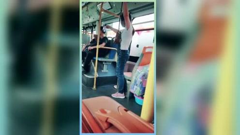 为了当网红小姐姐拼了,公交车拍视频用尽各种姿势