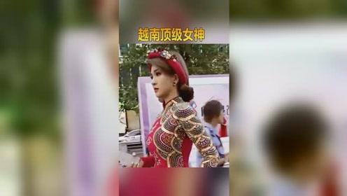 实拍越南街头美女,就这个颜值,在中国应该很受富豪喜欢!