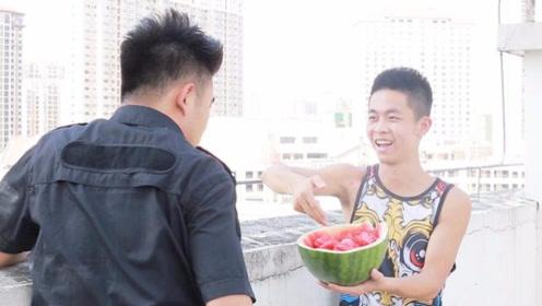 闽南语搞笑视频:谈判专家一个电话,就把失志小伙轻松劝下