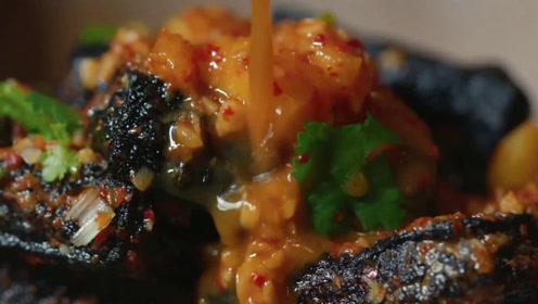 长沙最独特的臭豆腐,柴火炸制,淋上秘制辣酱,一口一个又香又辣