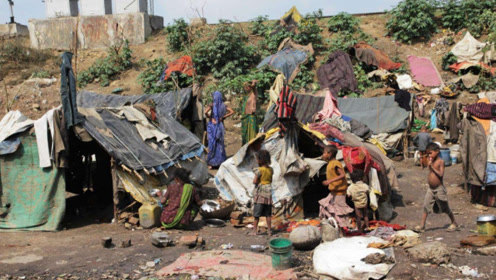 印度穷人的生活有多艰苦?真是可怜又可悲