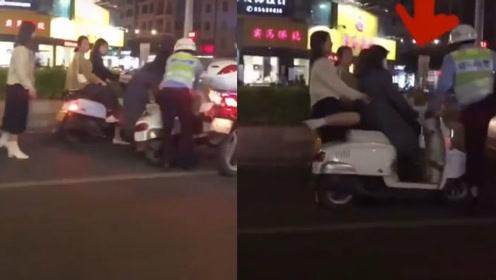 交警纠察违规电动车时,拧油门致电动车失控飞出,网友炸锅这该咋处理?